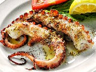 Маринован октопод на скара с риган и чесън по гръцки